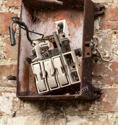 broken fuse box [ 866 x 1390 Pixel ]
