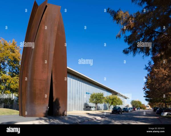 Modern Art Museum Of Fort Worth With Richard Serra' Sculpture Stock Royalty Free