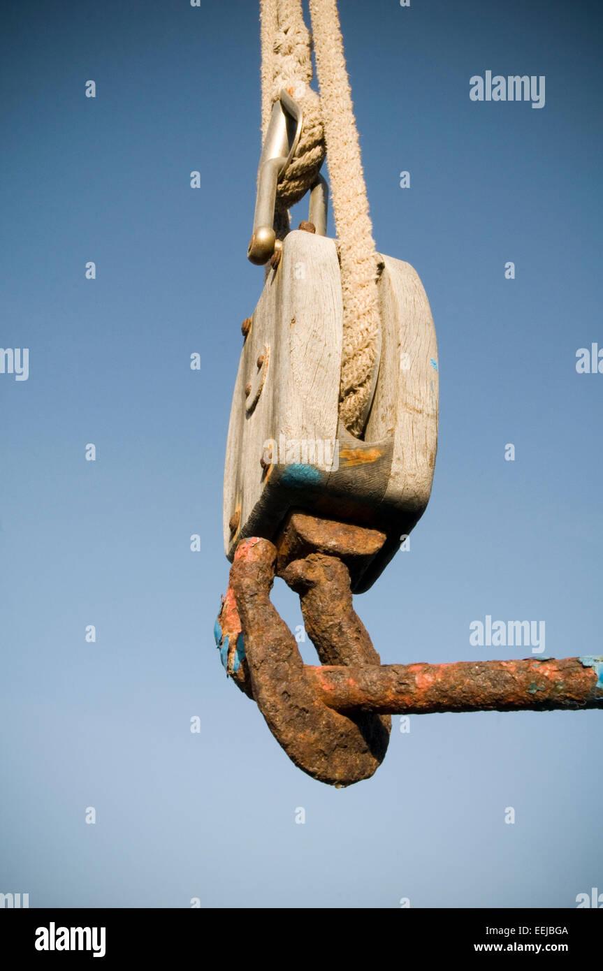 medium resolution of block and tackle lift lifting crane cranes hook lifting lift with a mechanical advantage hooks