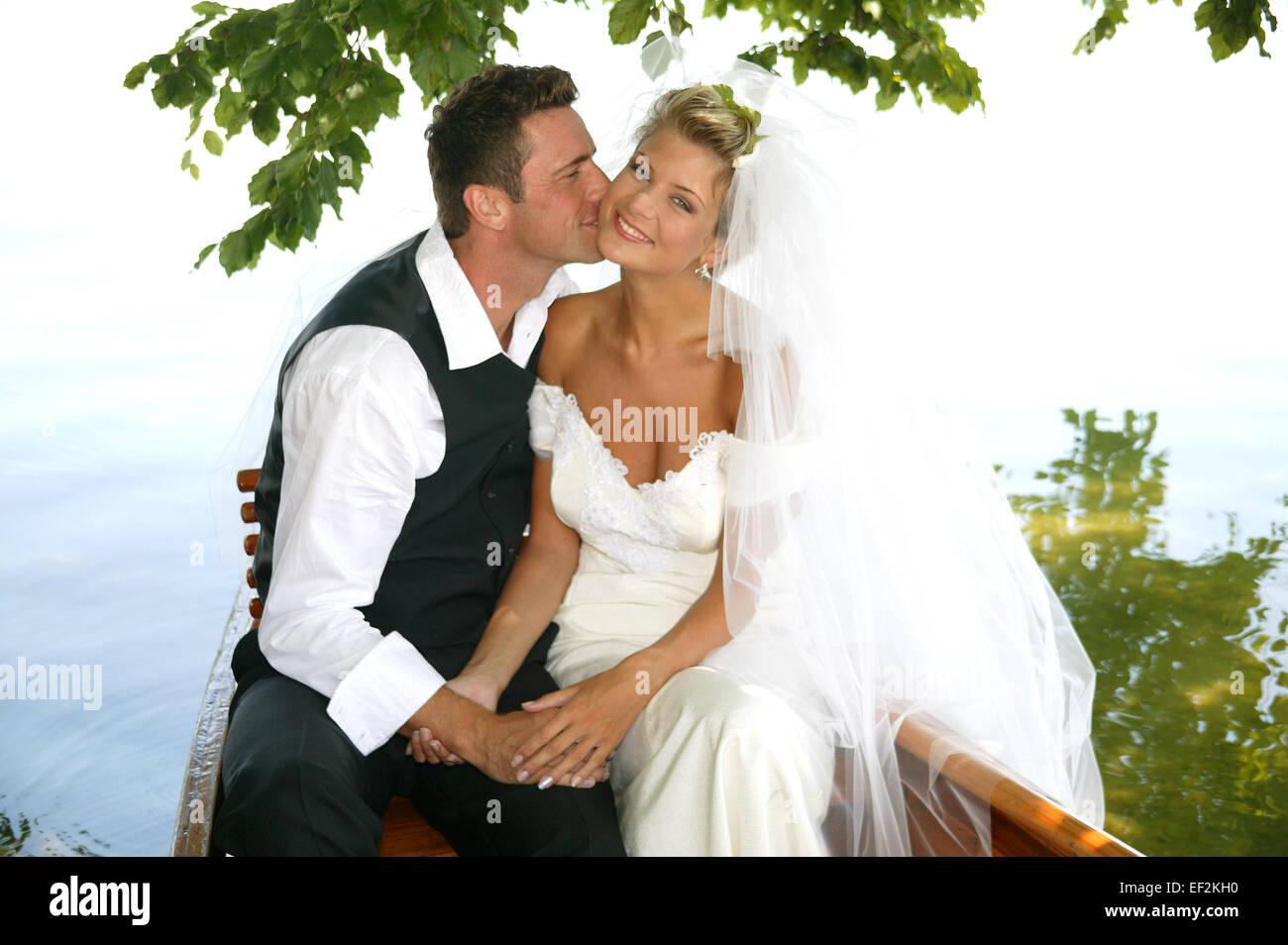 Paar Brautpaar Braut Braeutigam Aussen Sommer