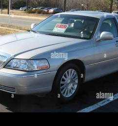 2003 lincoln town car signature 2 stock photo 78201748 alamy rh alamy com 2003 lincoln town car air suspension fuse 2003 lincoln [ 1300 x 816 Pixel ]