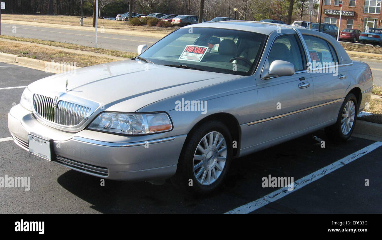 hight resolution of 2003 lincoln town car signature 2 stock photo 78201748 alamy rh alamy com 2003 lincoln town car air suspension fuse 2003 lincoln