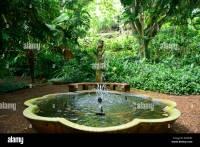 Fountain in Allerton National Tropical Botanical Garden ...