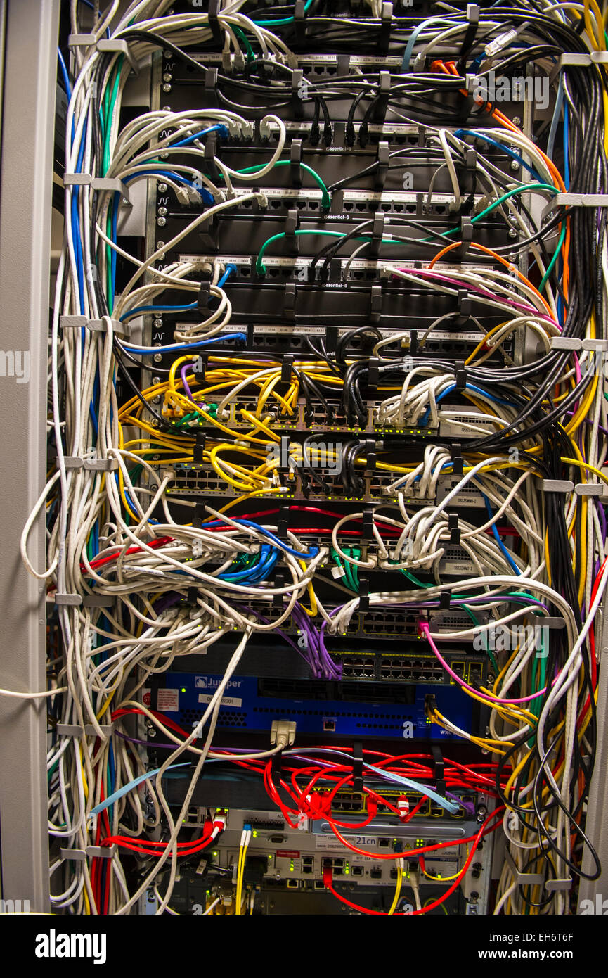 hight resolution of complex wiring in computer server air conditioned machine room