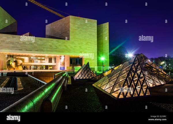 Glass Pyramids And East Building Of National Art Stock Royalty Free