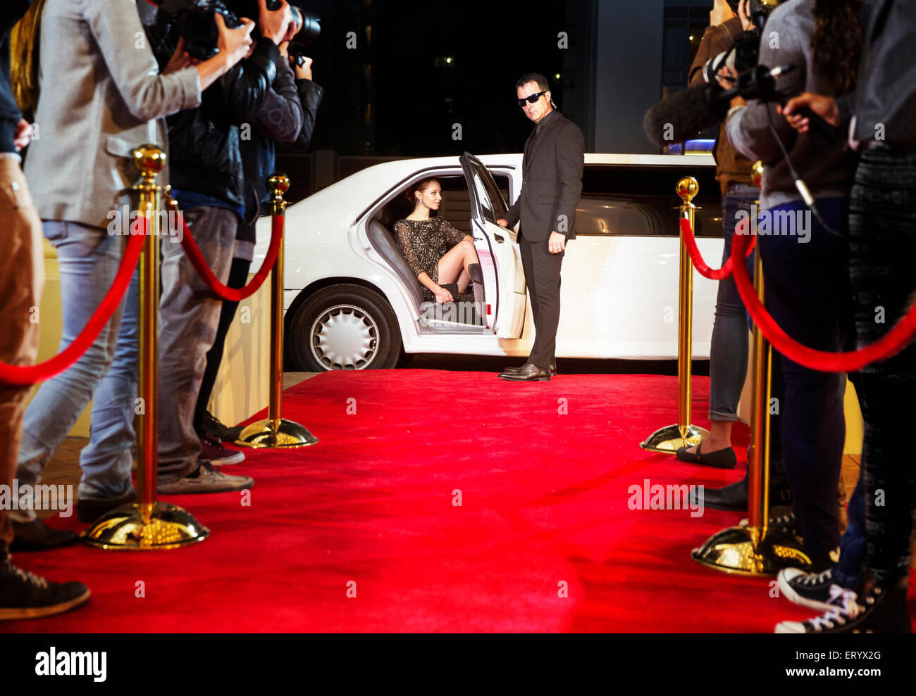 Security Roter Teppich Bodyguard Opening Limousine For Celebrity Arriving At Red