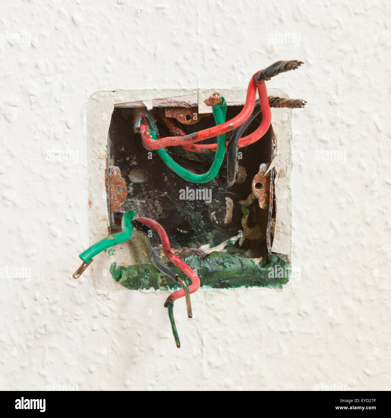 A17800206 Wiring A Plug Socket Into A House Wall Uk Construction