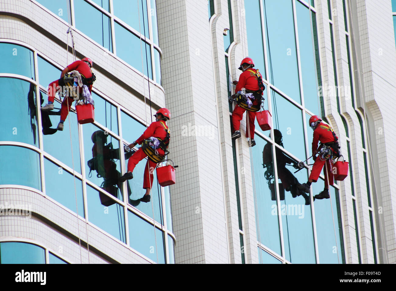 Boatswain Chair Window Cleaners Cleaning Windows Of Modern Office Tower