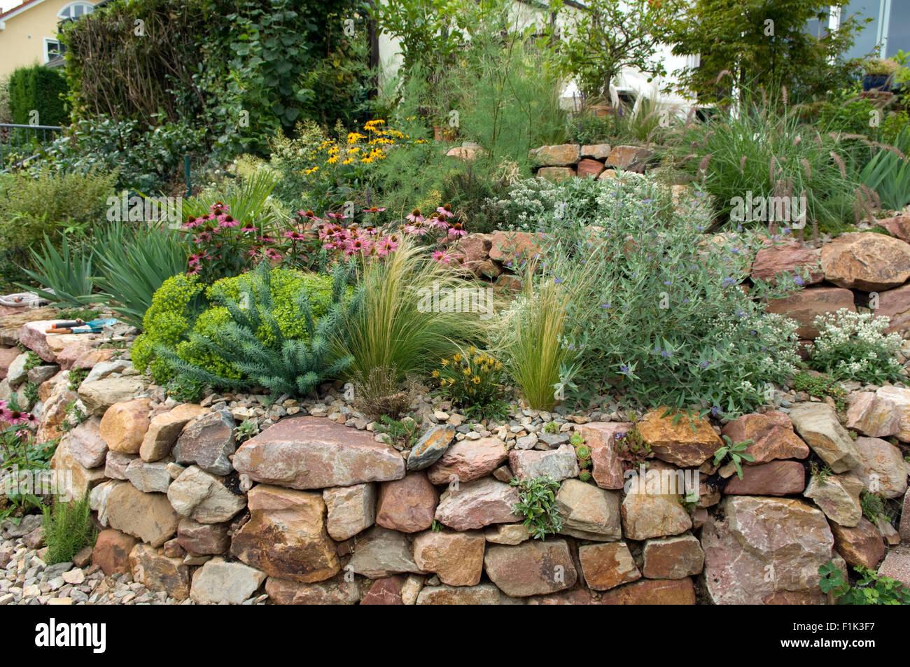 bepflanzung steinmauer | privat stauffer gartenbau