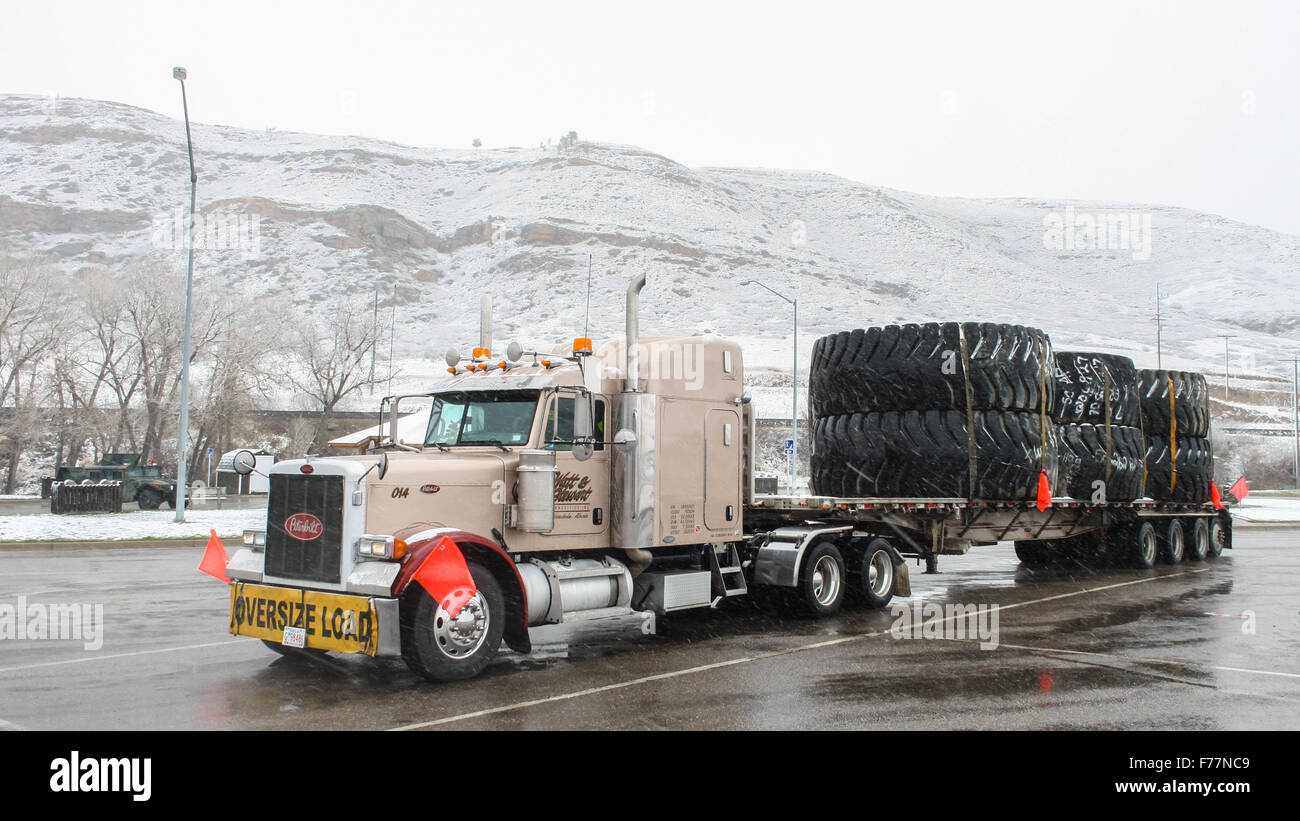 semi trailer deutsch wiring diagram for kenwood stereo peterbilt 379 with flatbed carrying scrap oversize mining stock photo: 90524905 - alamy