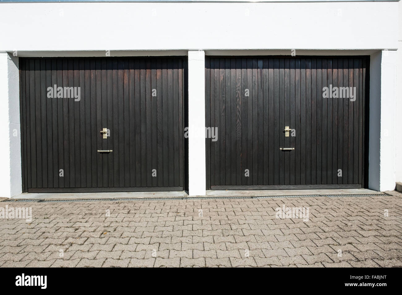 Driveway With 2 Garage Doors With Knobs And Lockers Stock Photo Alamy