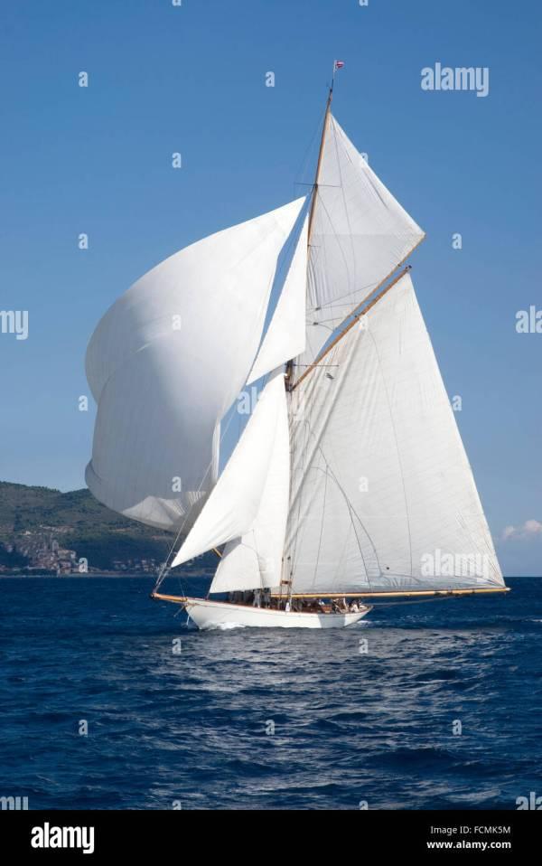 Ocean Sailboat Stern Stock &