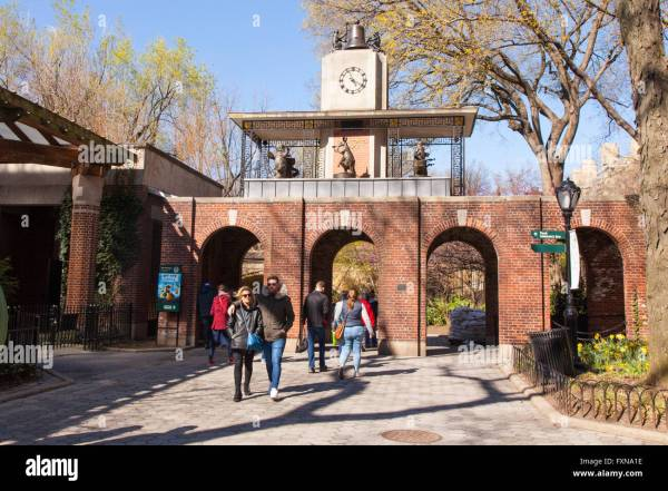 Delacorte Music Clock In Central Park Zoo York City United Stock 102501770 - Alamy