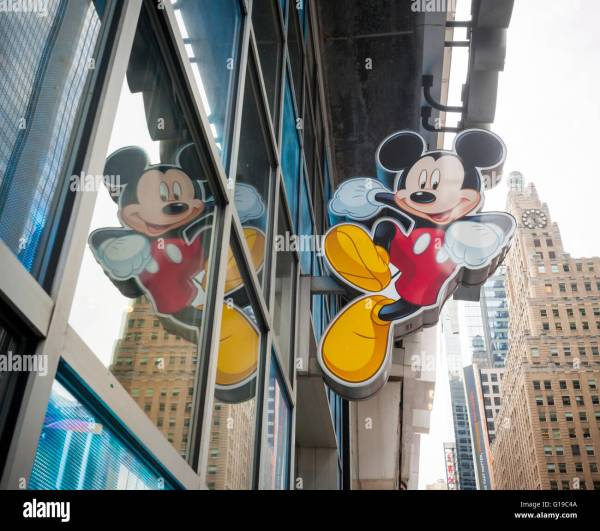 Disney Store Times Square Stock & - Alamy