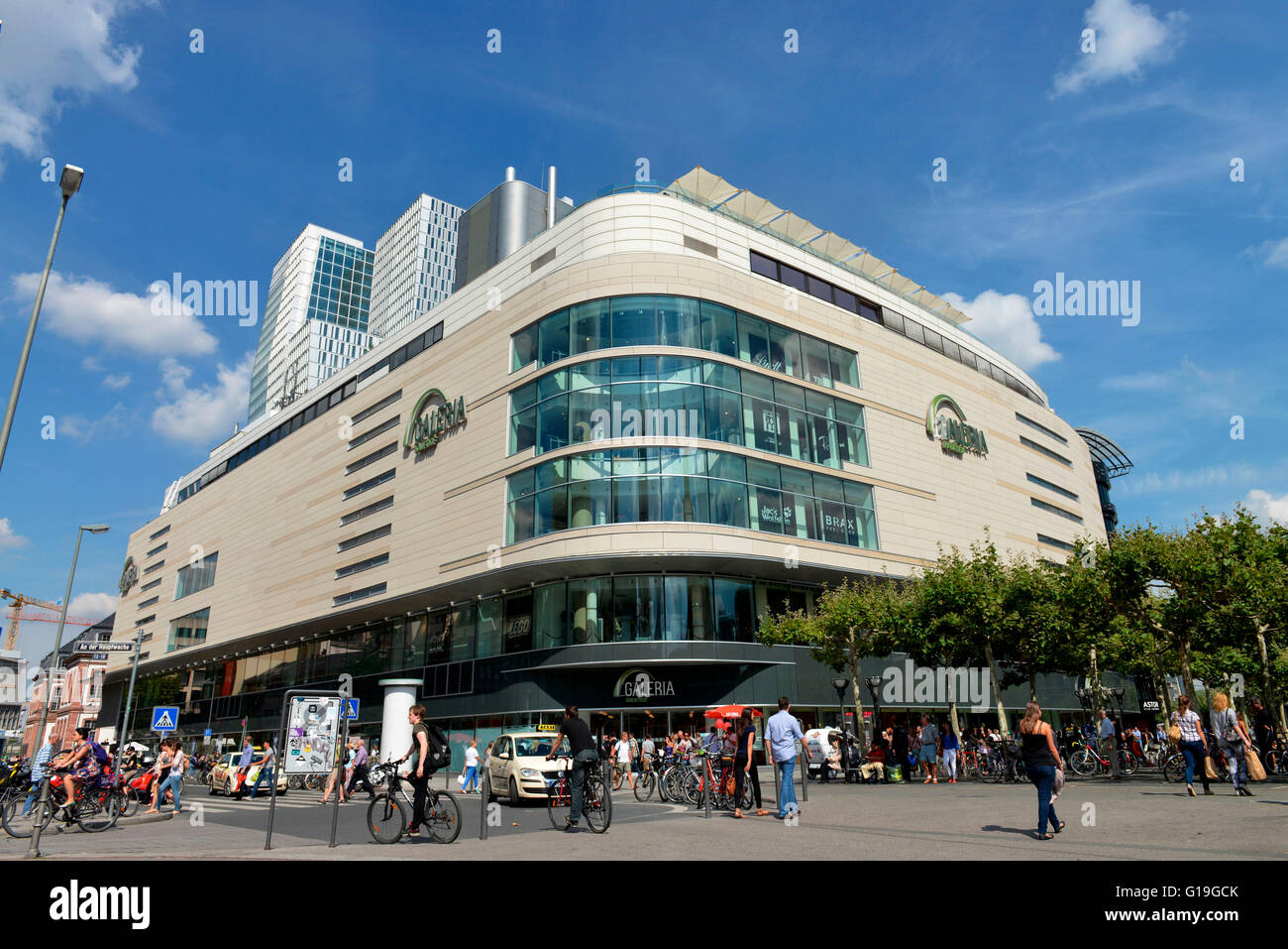 Outdoor Geschäft Frankfurt Galeria Kaufhof, Zeil, Frankfurt On The Main, Hesse, Germany Stock Photo - Alamy