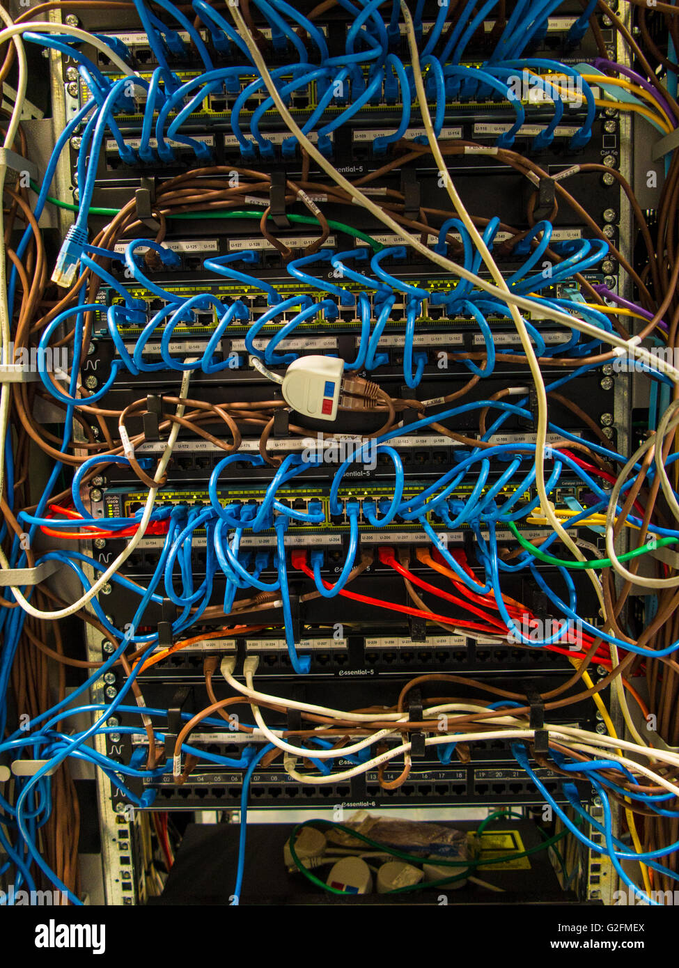 medium resolution of complex wiring in computer server air conditioned machine room