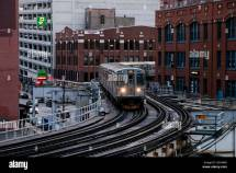 Cta Brown Line Train Hubbard Street Curve. Chicago