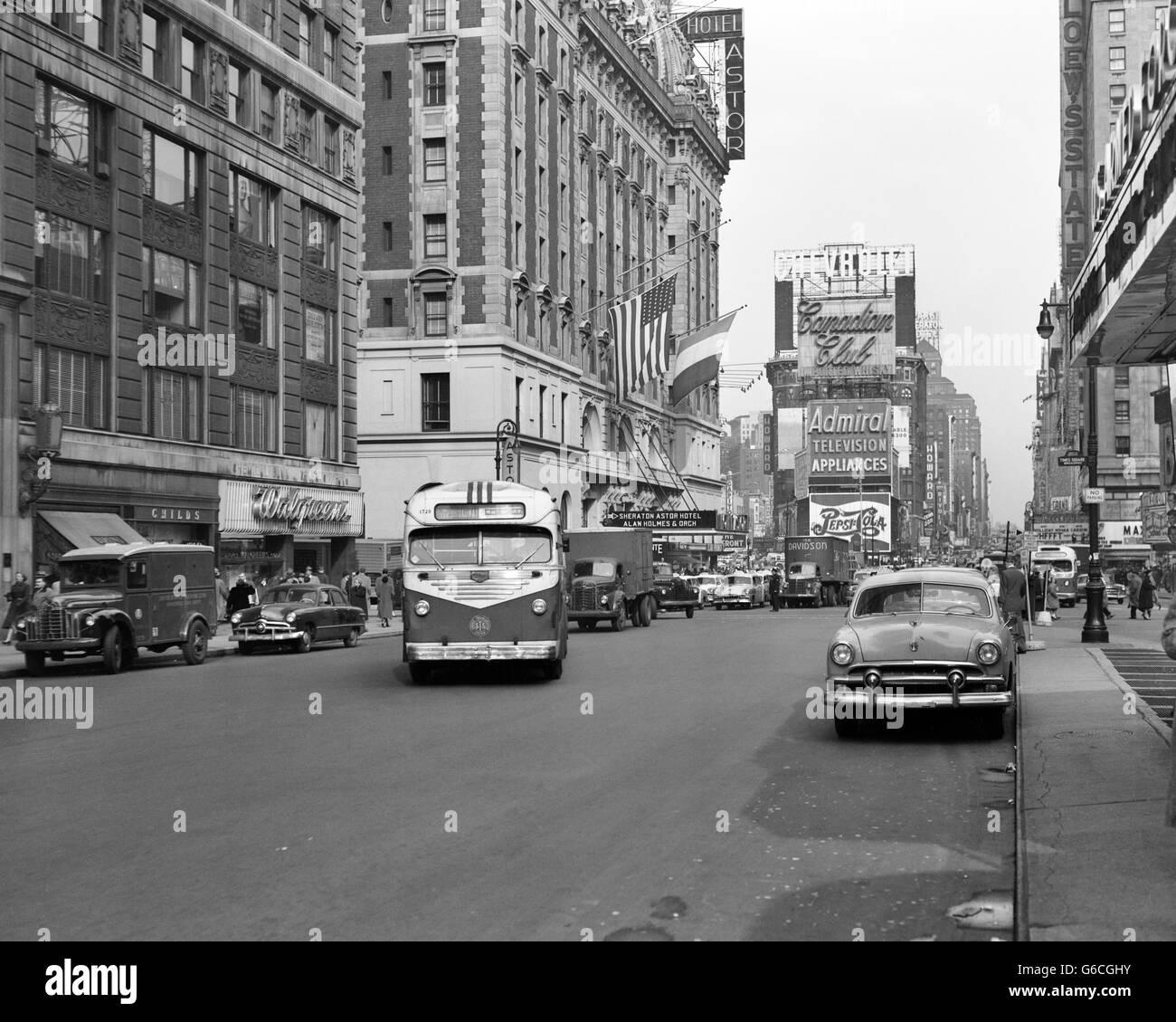 Baltimore Skyline Car Wallpaper 1950s New York City Times Square Traffic Broadway Bus