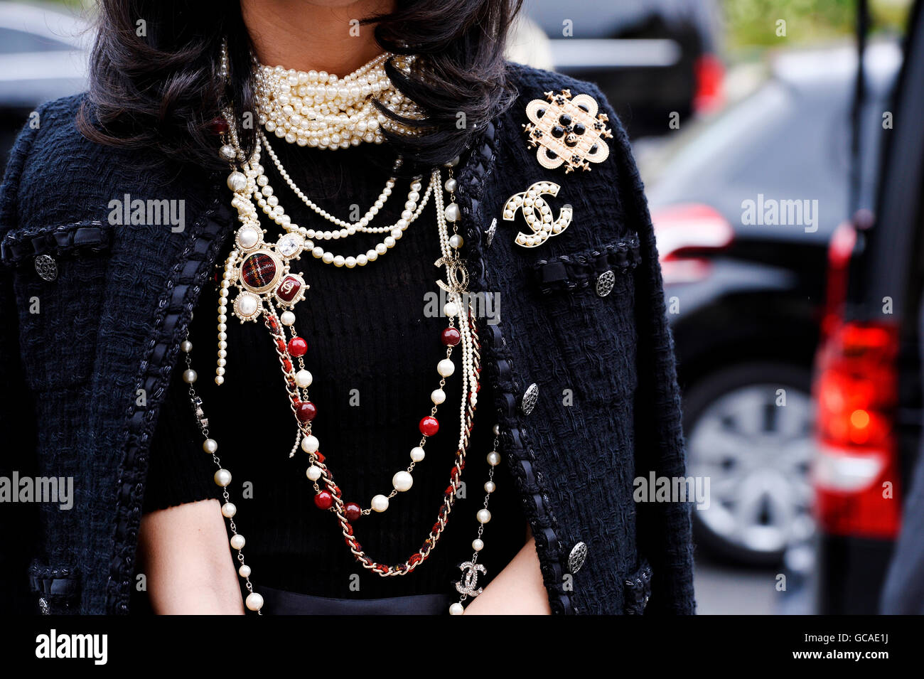 https://i0.wp.com/c8.alamy.com/comp/GCAE1J/streetstyle-outside-chanel-show-paris-fashion-week-haute-couture-aw-GCAE1J.jpg