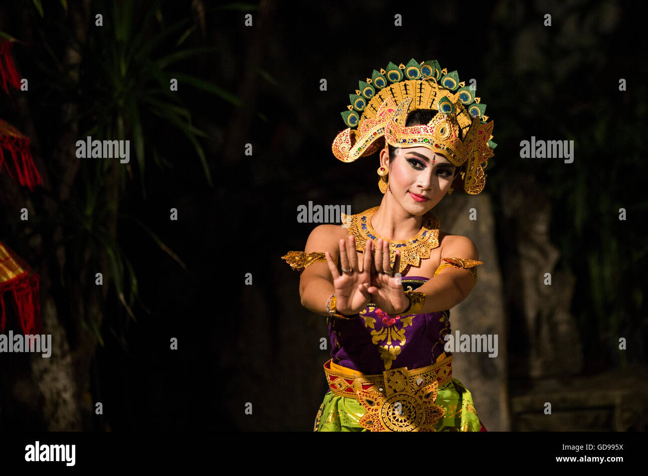bali dancer in traditional