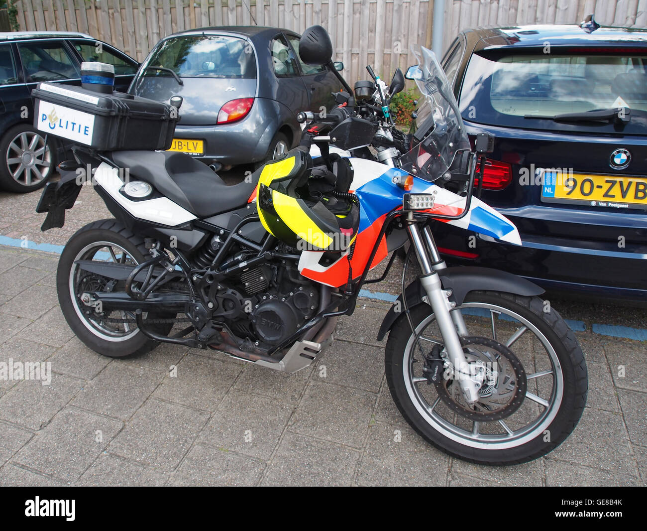 hight resolution of bmw police motorcycle in hoofddorp pic2