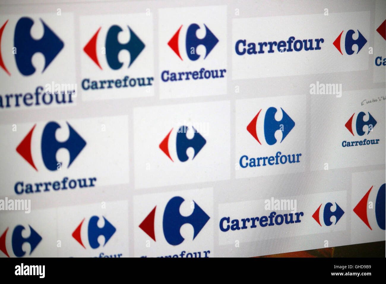 https www alamy com stock photo loge der marke carrefour berlin 114004109 html