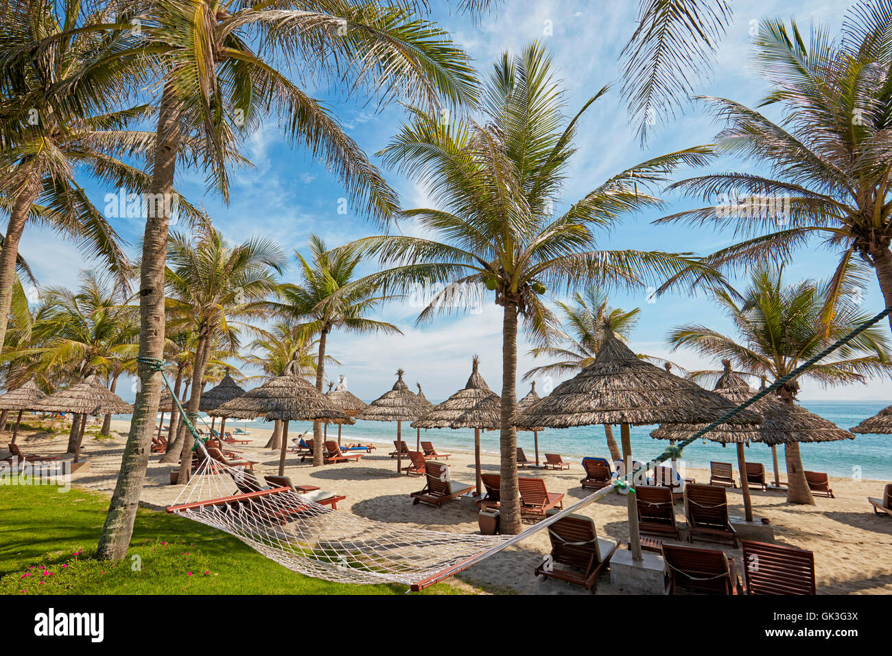 beach chairs and umbrellas pictures folding chair patent palm garden resort. cu dai beach, hoi an, quang nam province stock photo: 115019182 - alamy