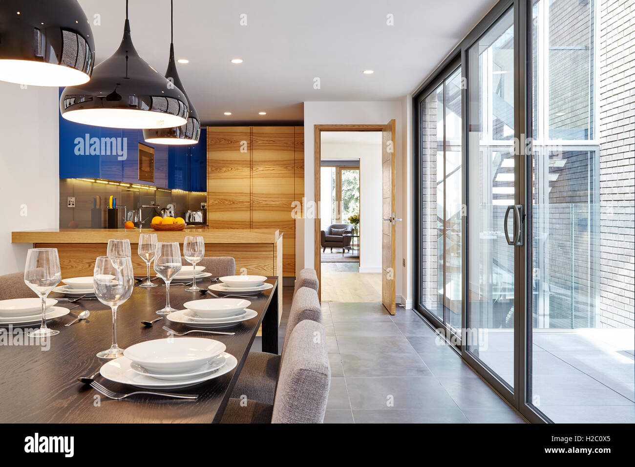 dexter kitchen acrylic sinks dining table looking towards the peel place london united kingdom architect moren associates 2016