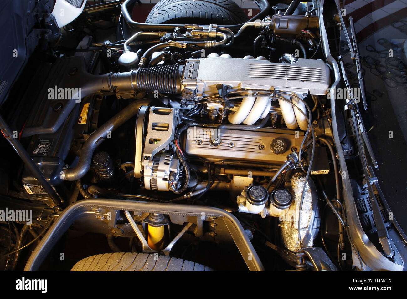 hight resolution of car old timer corvette c4 engine detail