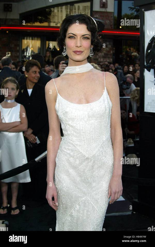 Lara Flynn Boyle Men In Black 2 Stomach
