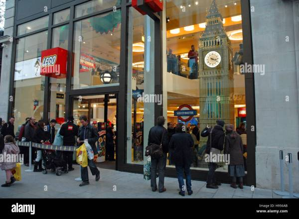 London Uk. 18th Nov 2016. Lego Store In Leicester Square. Stock 126119235 - Alamy