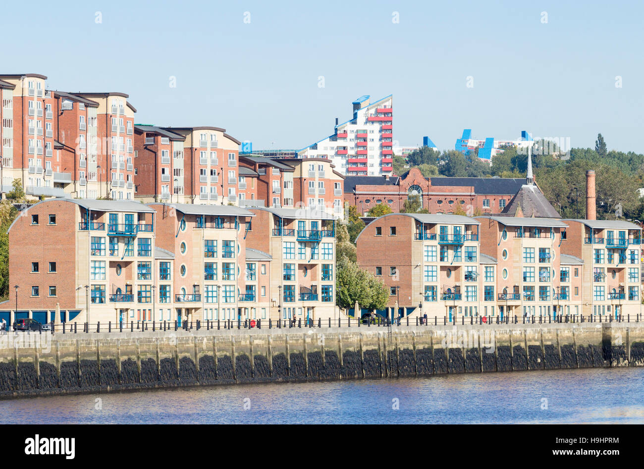 Waterside Apartments Overlooking River Tyne On The Quauyside