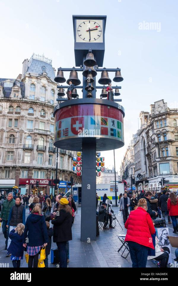 Swiss Clock Leicester Square Stock & - Alamy