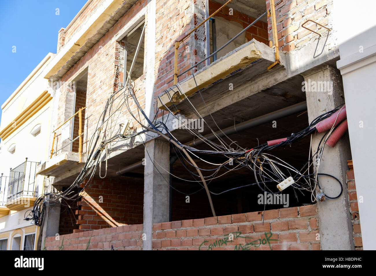 hight resolution of unsafe electrical wiring tangled up outside a house under development