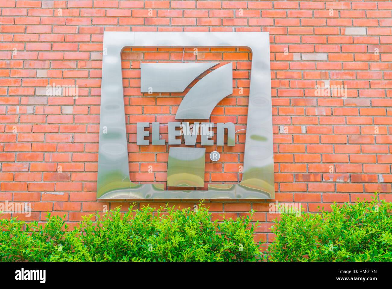 7 Eleven Logo Stock Photos Amp 7 Eleven Logo Stock Images