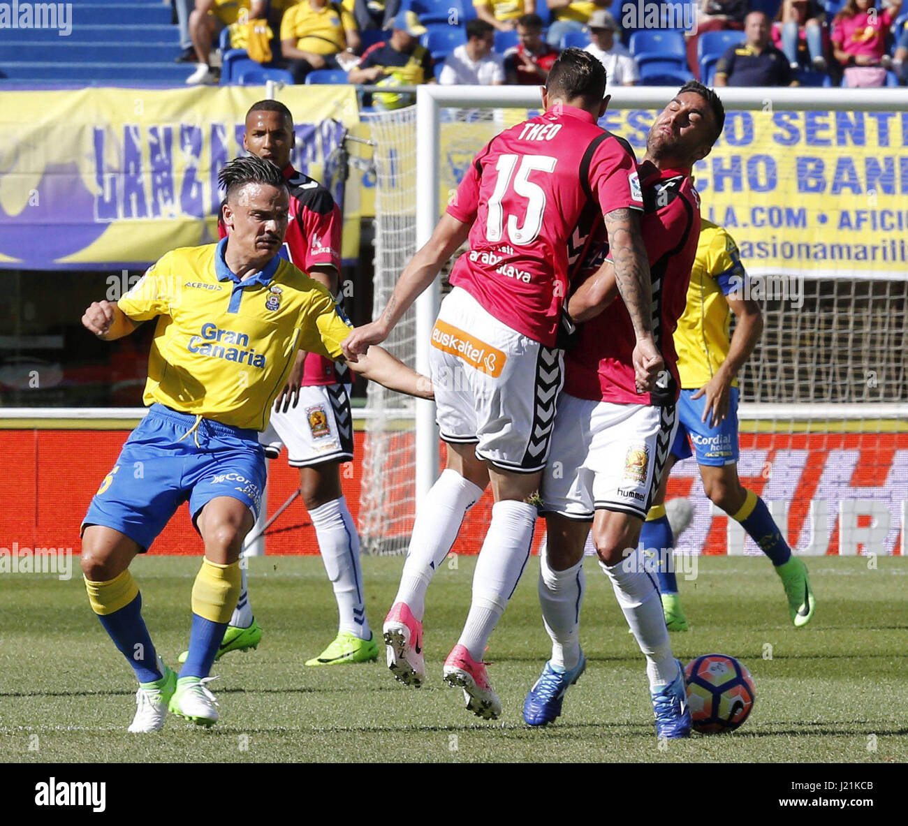 Roque Mesa Roque Mesa L Of Ud Las Palmas Vies For The Ball With