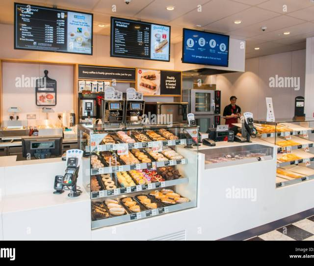 Photographer Ian Georgeson   Pics Free To Use Motherwell Greggs Store Opening