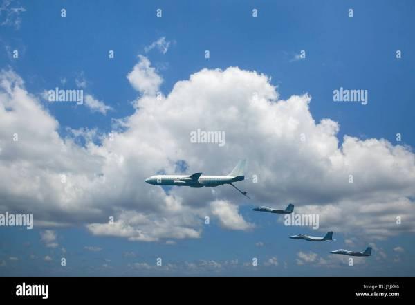 In Flight Refueling Tanker Stock & - Alamy