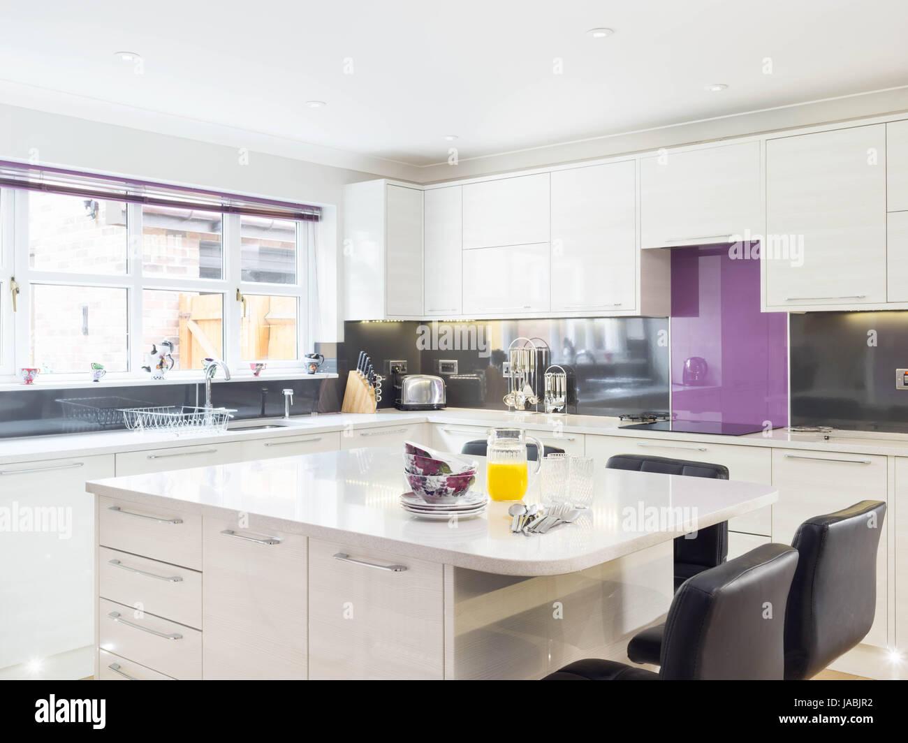 A Kitchen Island Breakfast Bar In A Modern Designer Kitchen Stock Photo Alamy