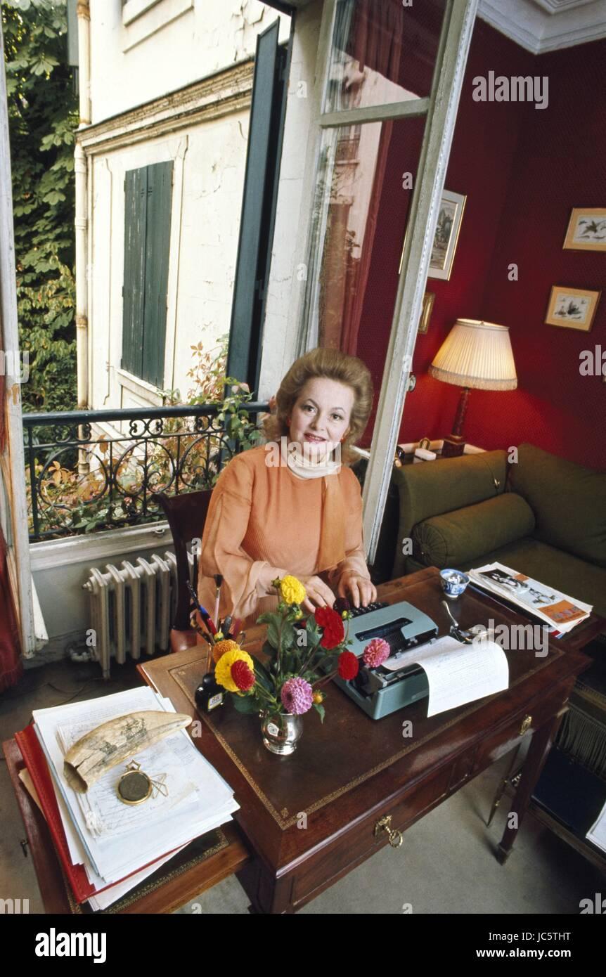 American actress Olivia de Havilland posing in her Paris apartment Stock Photo 145187892  Alamy