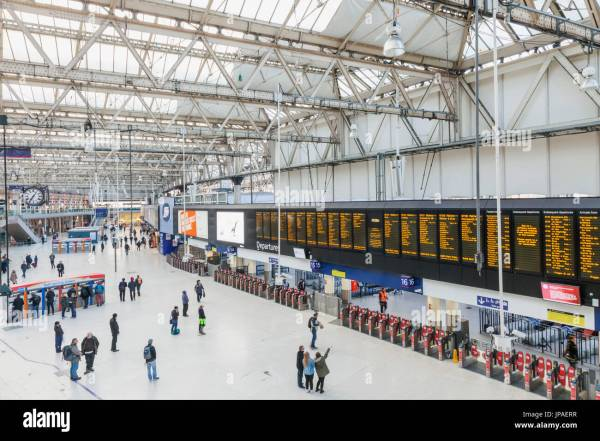 London Waterloo Station Stock & - Alamy