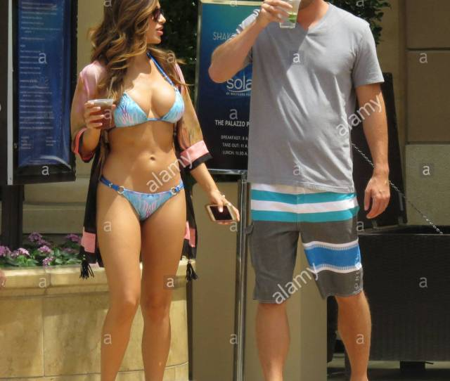 Ana Cheri Playboy Playmate Ana Cheri Shows Off Her Curves With Some Friends In Las Vegas Ana Was Walking Hand In Hand With A Guest At The Pool As The