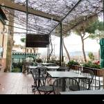 Outdoor Patio Of A Restaurant In Rustic Setting Stock Photo Alamy