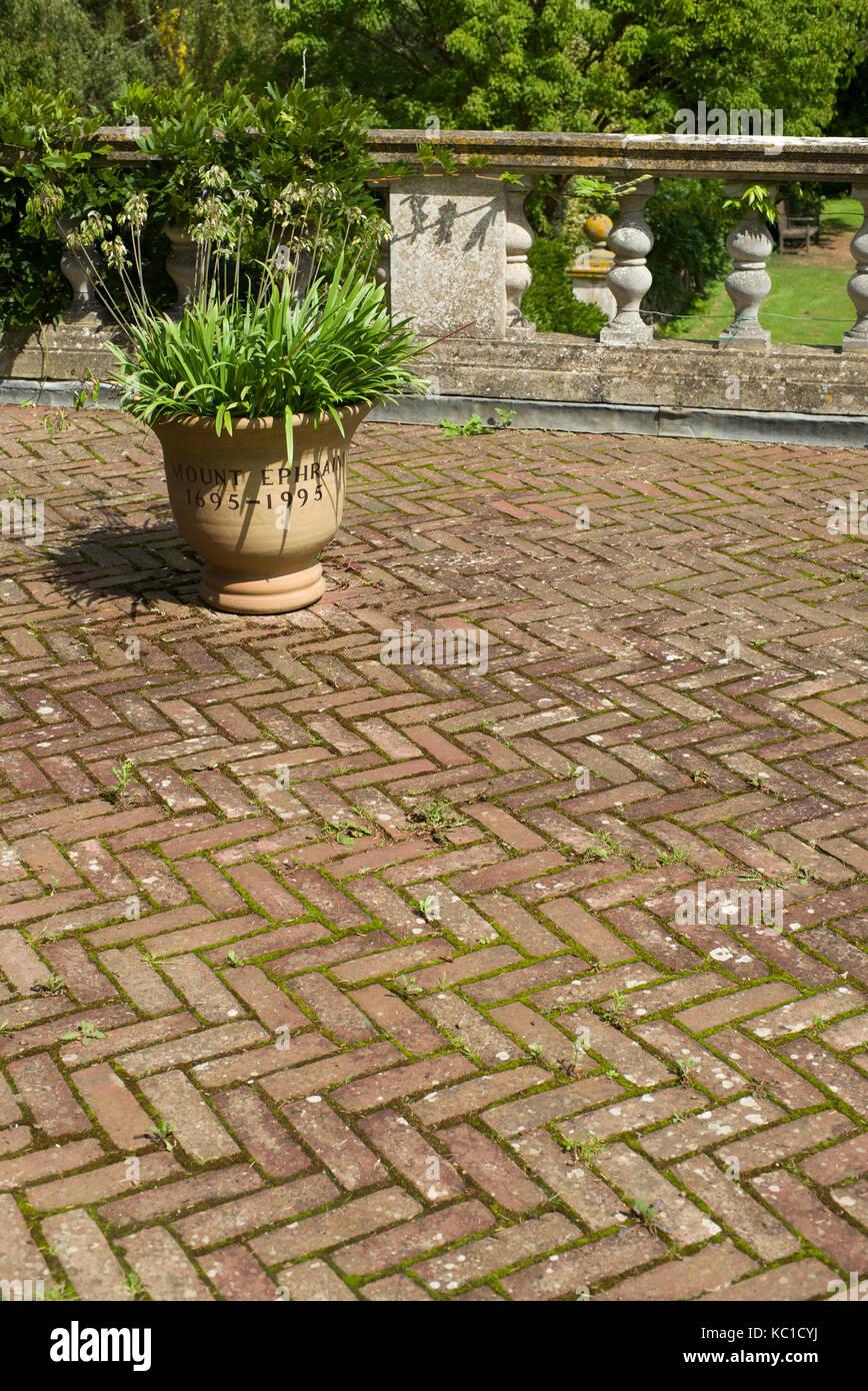 https www alamy com stock image mount ephraim herringbone brick patio 162301318 html