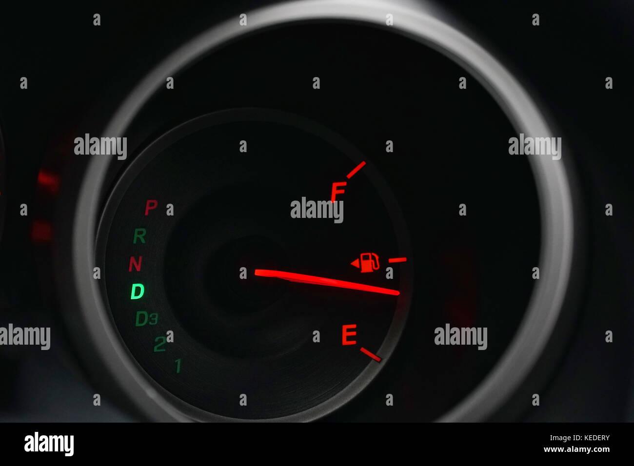 hight resolution of car indicator stock photos car indicator stock images alamy car dashboard labeled diagram dashboard closeup