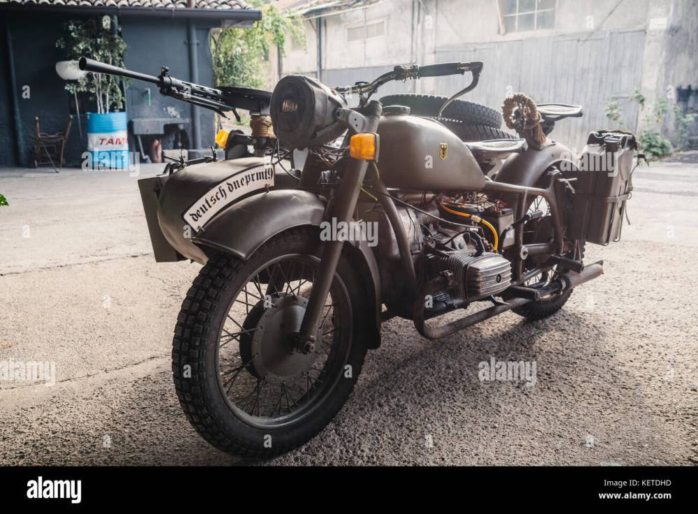 medium resolution of this bmw r75 is a world war ii era motorcycle and sidecar combination manufactured by
