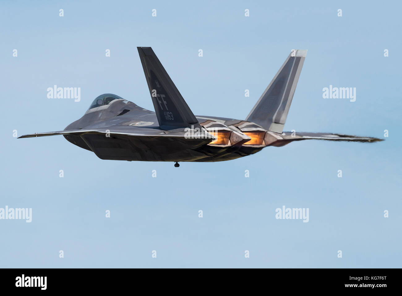 hight resolution of a f 22 raptor fifth generation single seat twin engine