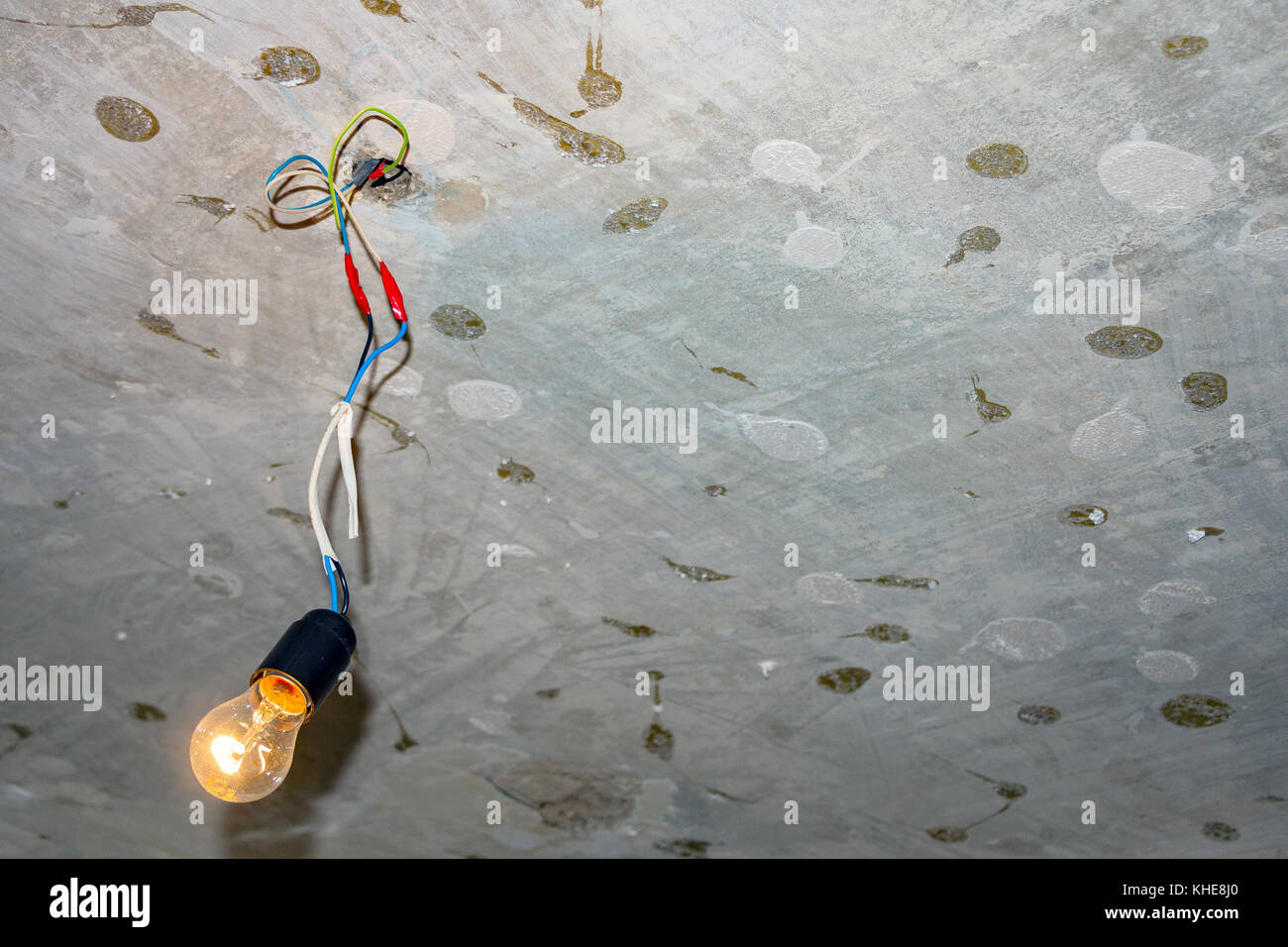 hight resolution of bad wiring leading to the bulb stock image