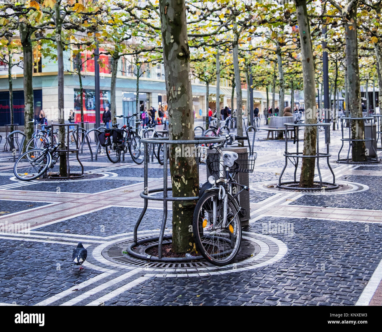 Outdoor Geschäft Frankfurt Shopping On Zeil Frankfurt High Resolution Stock Photography And Images - Alamy