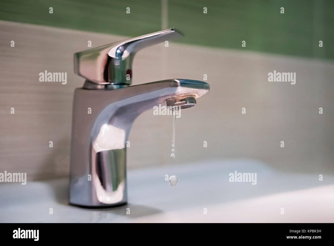 https www alamy com stock image traditional silver tap dripping broken faucet in the tub dripping 168672213 html